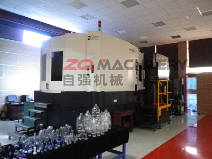 Plastic Pet Bottle Blowing Machine with CE (ZQ-B600-6)