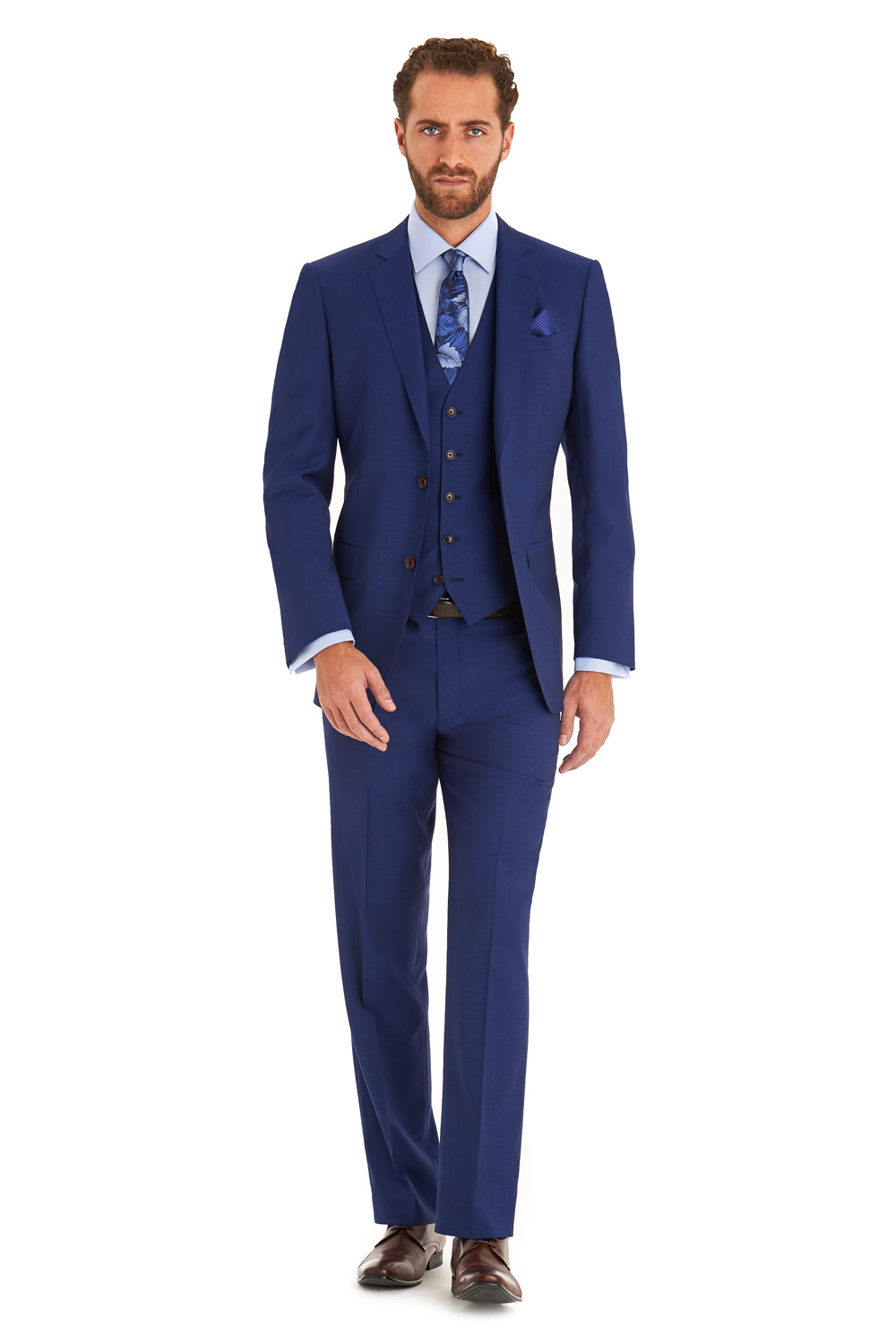 Blue Suits with Brown Shoes Ideas for Men. Blue suits aren't as formal as black ones, and neither are they too informal. They are the ideal in-between. A blue suit paired with brown shoes is a very sophisticated way to dress that's sure to leave a memorable impression on anyone.