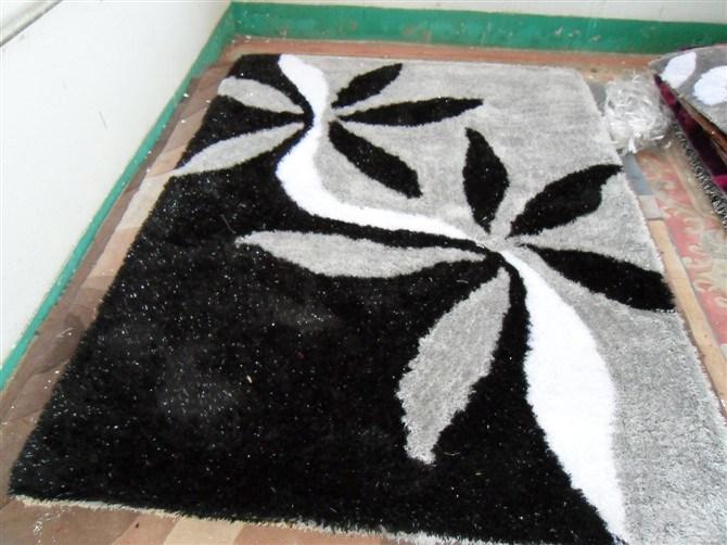 Black Gray Flower Silk Carpet