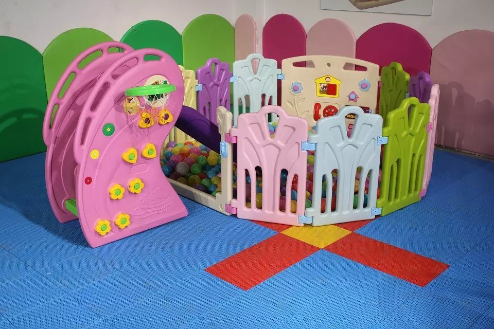 Kids Indoor Playhouse with Slide Children′s Play Equipment Indoor Playground