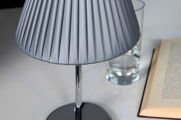 Traditional Design E27 Table Lamp with PE Shade for Bedside Decorative (C5003013)