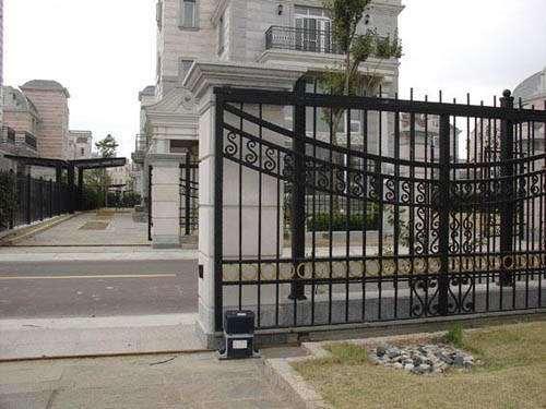 Automatic gate sliding