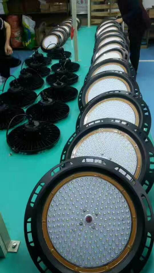 Waterproof IP65 120lm/W UFO 240W LED High Bay Light
