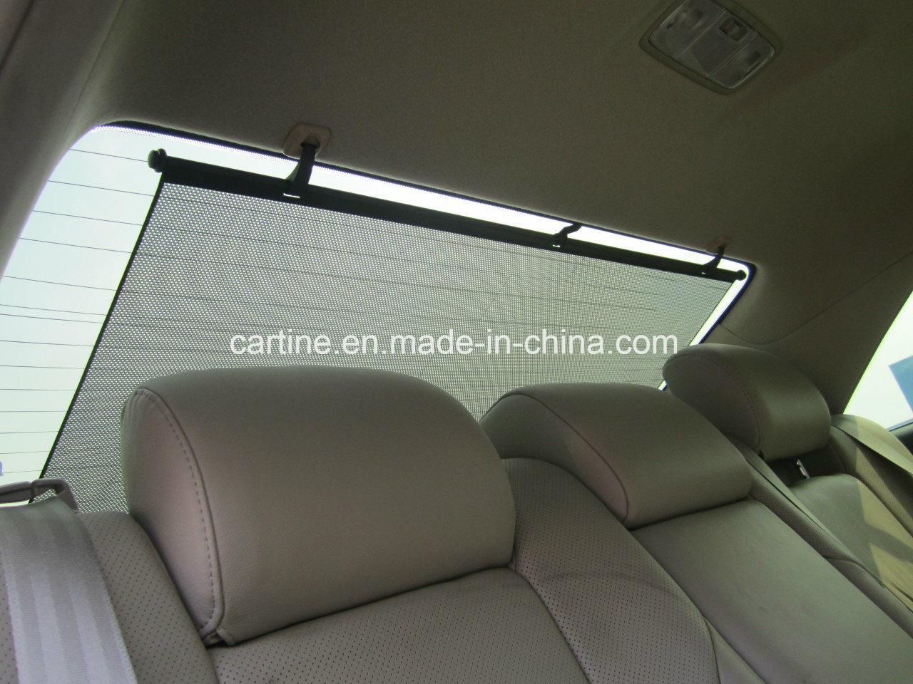 Manual Rear Windshield Sunshade 105cm