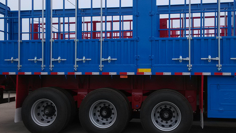 Durable Tri-Axle Fence Semi Trailer with Fuwa Axle for Africa