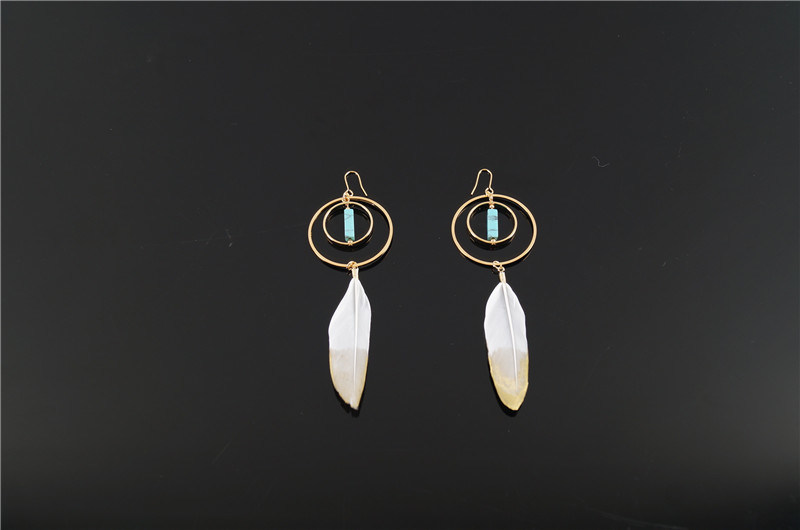 Fashion Feather and Alloy Earring with Stone