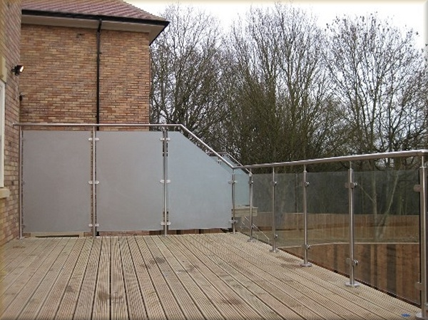 Hot Sales Glass Balustrade for Balconies with Frosted Tempered Glass