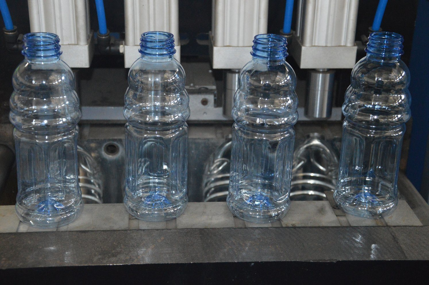 Semi Automatic 4 Cavity Mineral Water Blow Molding Machine with Automatic Bottle Dropping