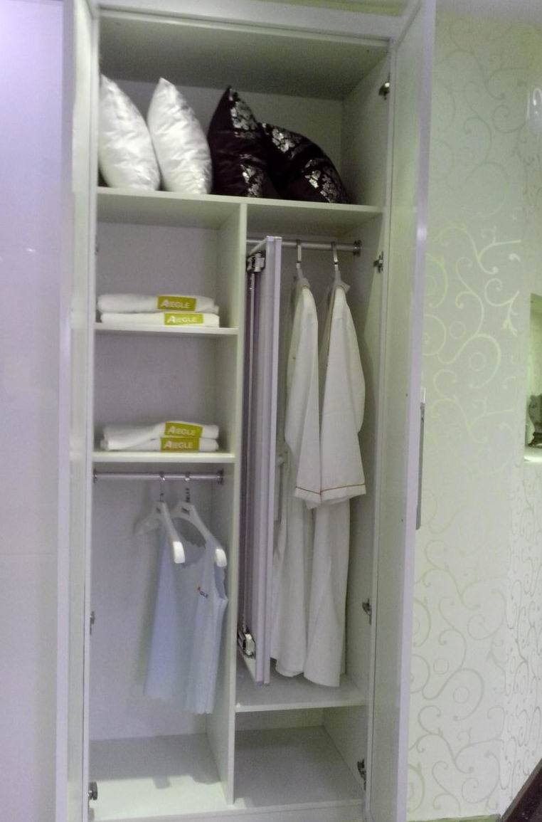 2013 Milan Series White PU Painting Wardrobe with Carved Pattern (