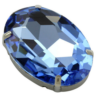 Pointed Back Oval Stone with Metal Claw