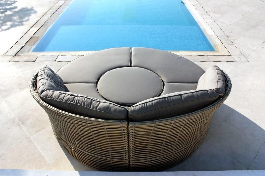 Well Furnir T-011 Garden Round Artisanal 7 Seater Rattan Sofa Day Bed