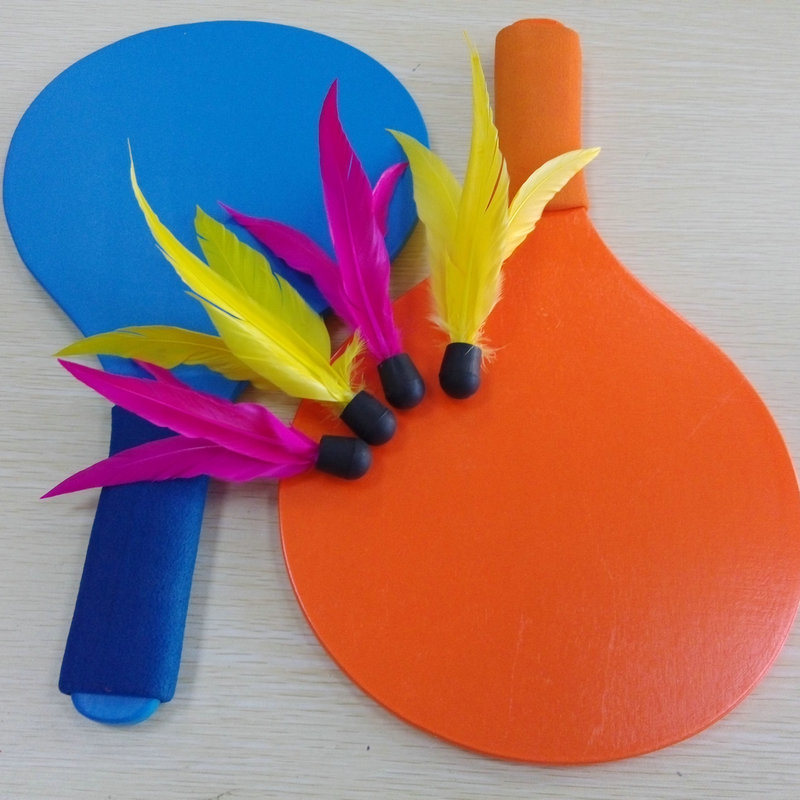 Indoor and Outdoor Sports Wooden Badminton Rackets and Shuttlecock