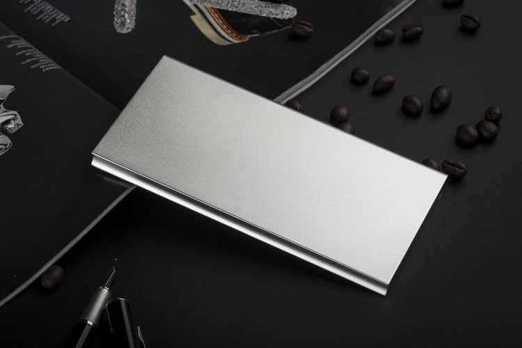 Slim Aluminium Alloy Portable 8000mAh Power Bank with Dual Output, LED Light