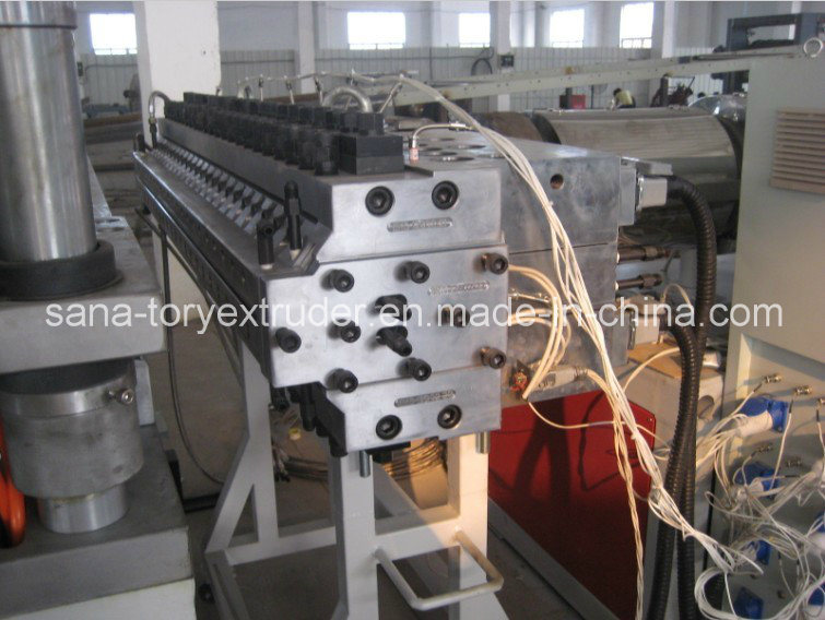 Plastic PVC Wood WPC Crust/Celuka Foamed Board Extrusion Machine