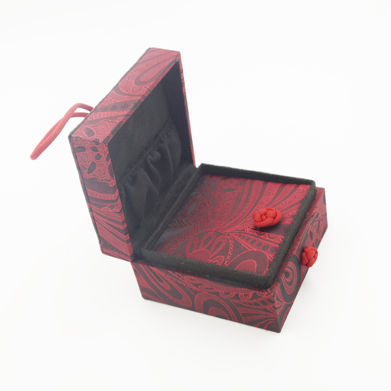 Unique Design Leather Plastic Display Ring Jewellery Jewelry Box (J94-CX)