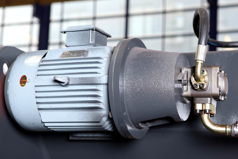 Hydraulic CNC Bending Machine (Plate Press Brake Machine)