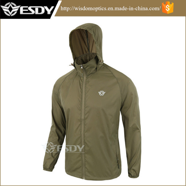 Green Men′s Hiking Camping Jackets Thin Sports Skin Clothing Apparel
