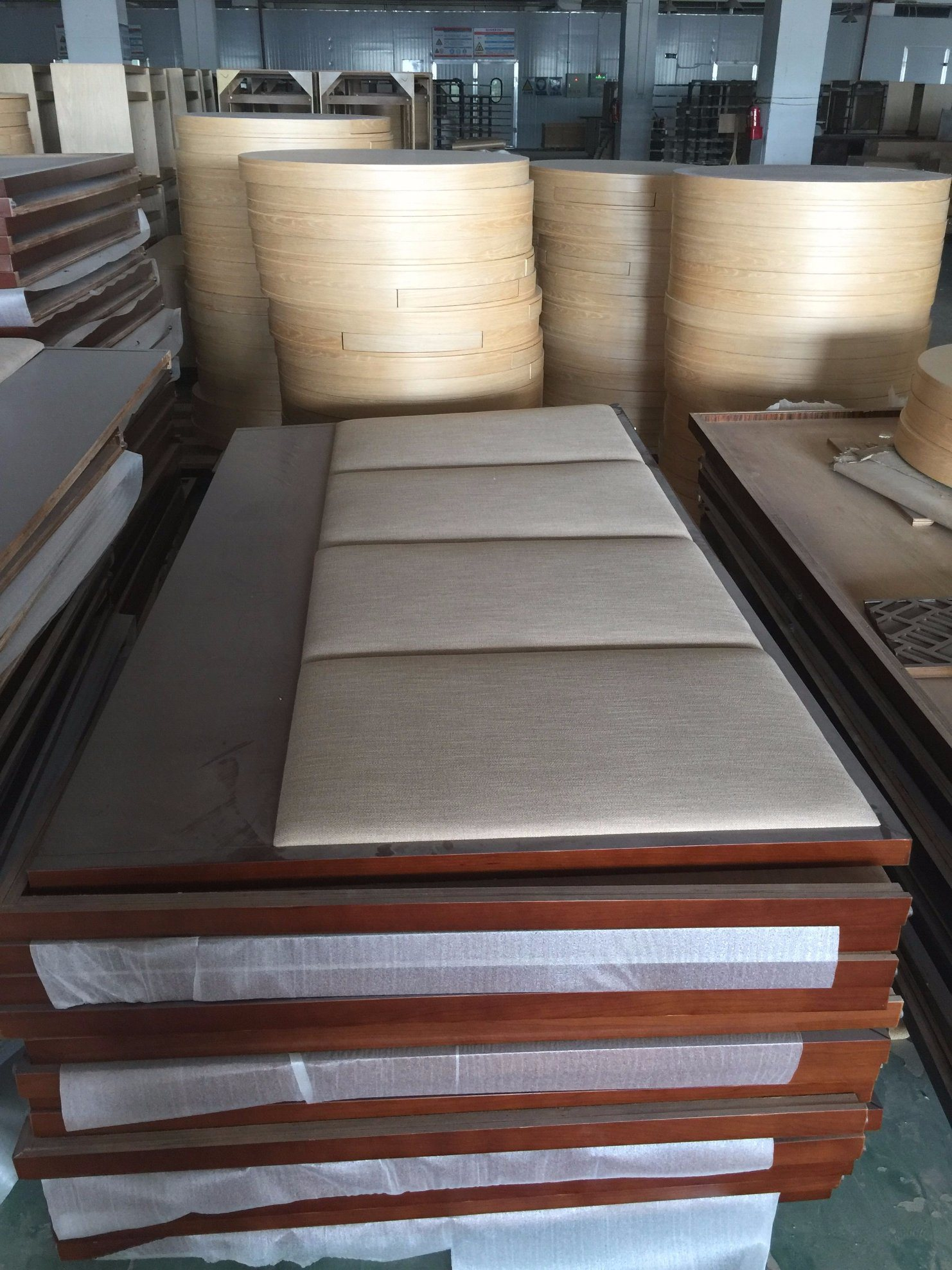 Foshan Luxury Hotel Bedroom Furniture/Luxury Kingsize Bedroom Furniture/Commercial Hotel Furniture/Double Hospitality Guest Room Furniture (CRHN-00178)