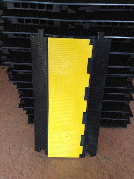 CE Passed 5 Channel Floor Rubber Cable Protector