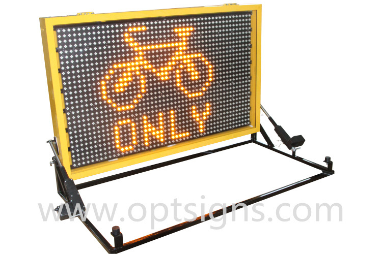 Outdoor Use Traffic Control LED Display Truck Mounted Vms
