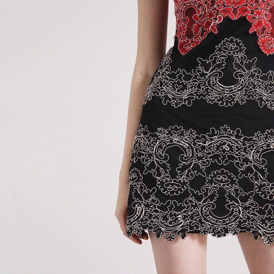Embroidered Lace Elegant Sleeveless Ladies Dinner Dress