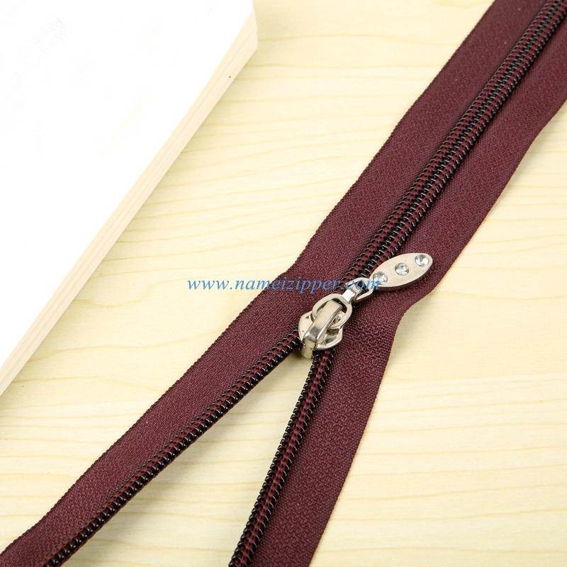 No. 5 Nylon Zipper O/E a/L Slider Puller with Rhinestone
