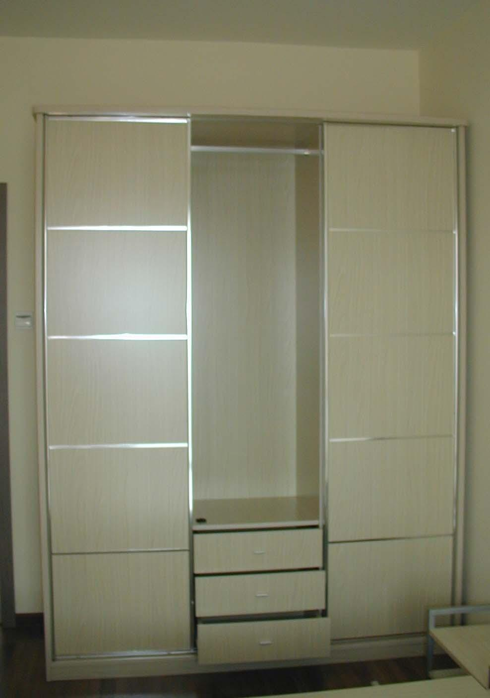 Chic modern closet doors for bedrooms roselawnlutheran for Bedroom closet barn doors