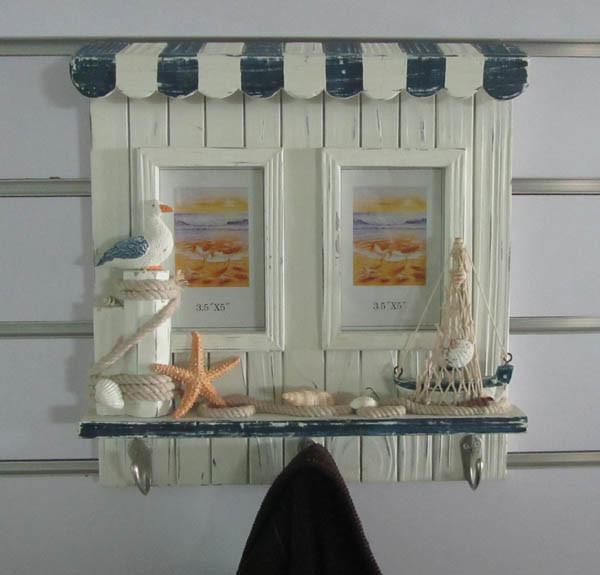 De houten decoratie van het rek van de laag van de muur for Houten schijven decoratie