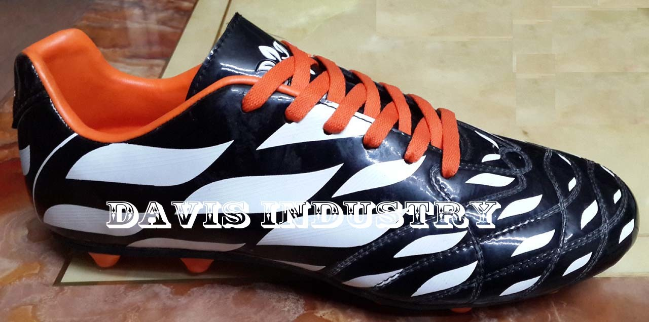 2016 New Design Football Shoes Soccer Shoes