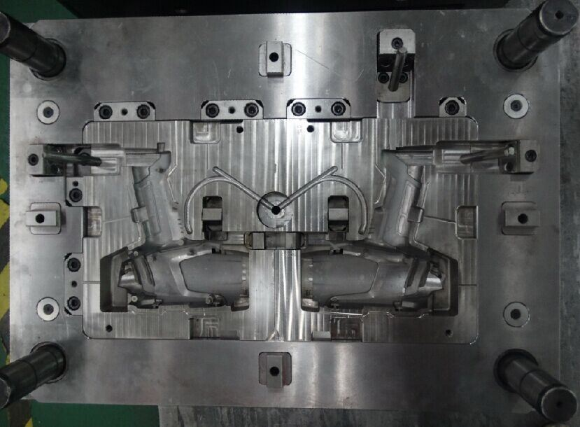 Plastic Mould/Injection Mold Manufacturer/Handle Mould