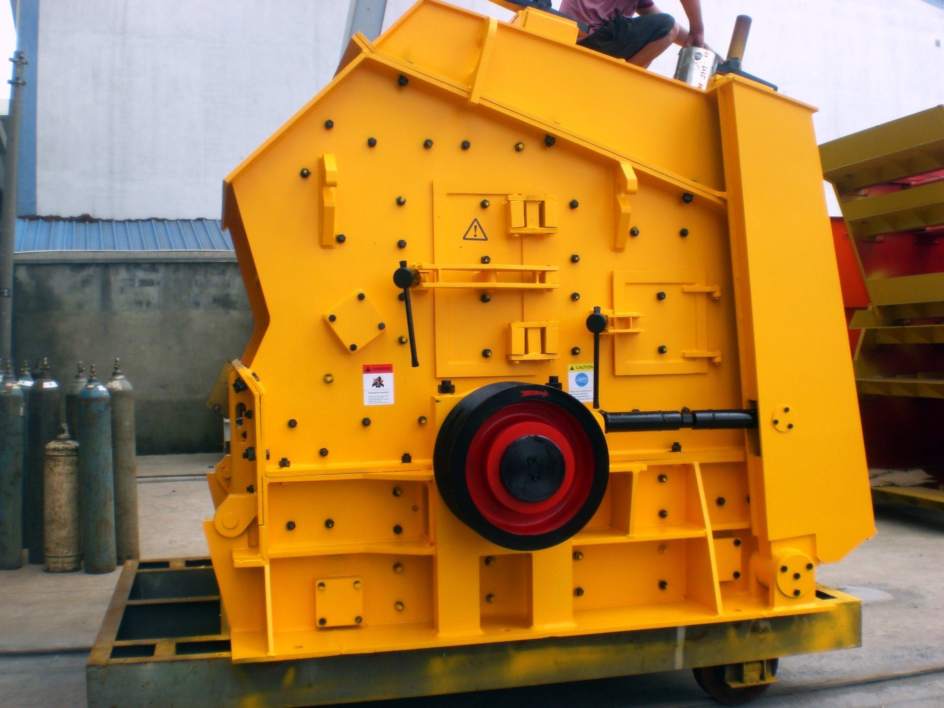 Hydraulic Impact Crusher for Limestone Crushing Plant