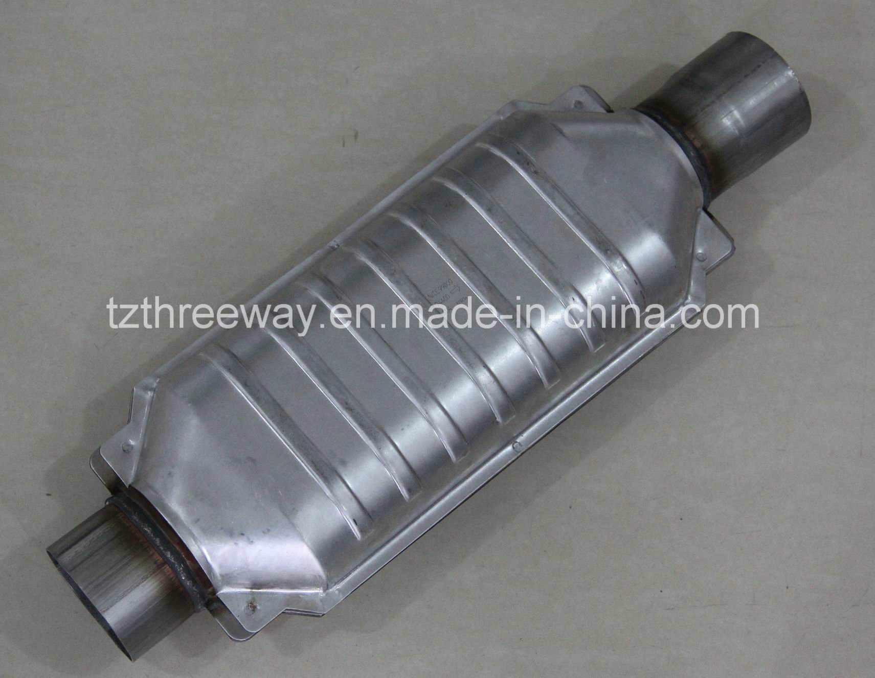 Magnaflow Universal High-Flow Catalytic Converter Oval 20′′ Length