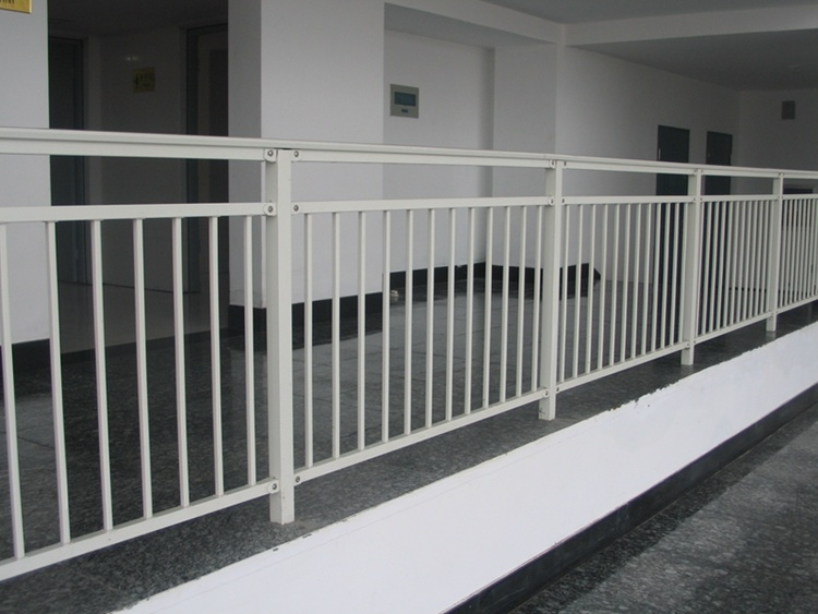 Customized Anti-Corrosion Zinc Steel Assembled Decorative Picket Grassland Pool Fence