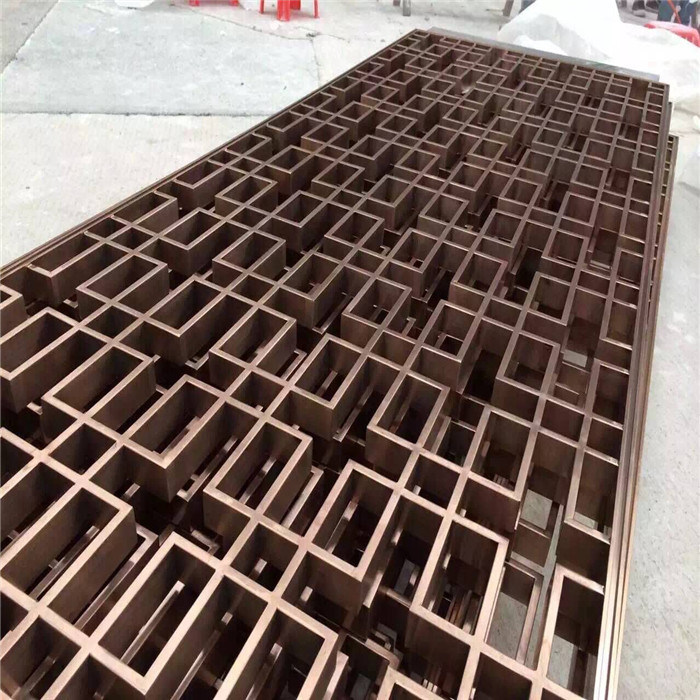 Decorative Metal Outdoor Screen with Brass Color Wall Panel