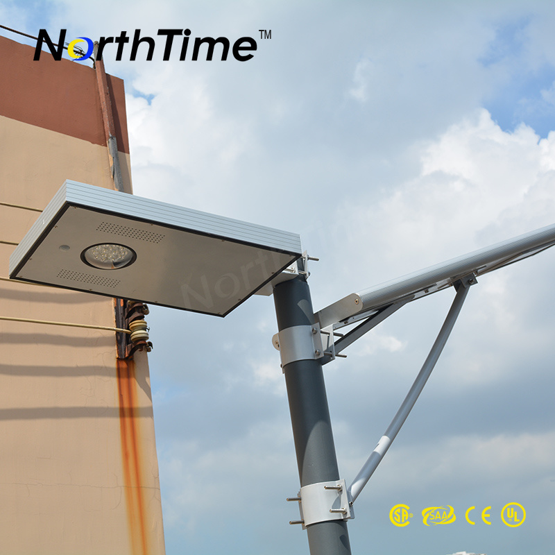 3-4m 4 Rainy Days Discharge Time 15W Integrated Solar Outdoor Light