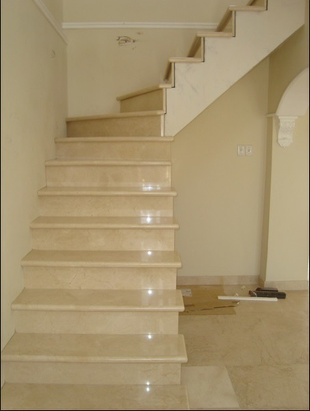 Hot Sell Beautiful Crema Marfil Marble Stair, Staircase Design