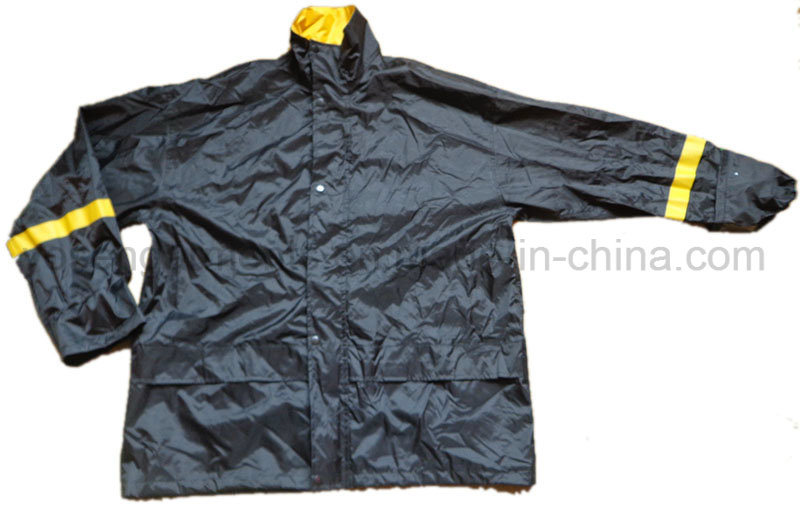 Men′s Waterproof Outdoor Coat Jacket Clothing Raincoat (RWA11)