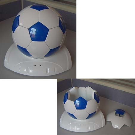 China Football Shaped Mini Fridge Car Refrigerator