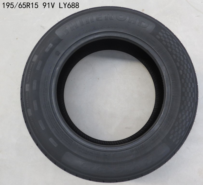 Comfortable Car Tyre/ PCR (195/65R15)