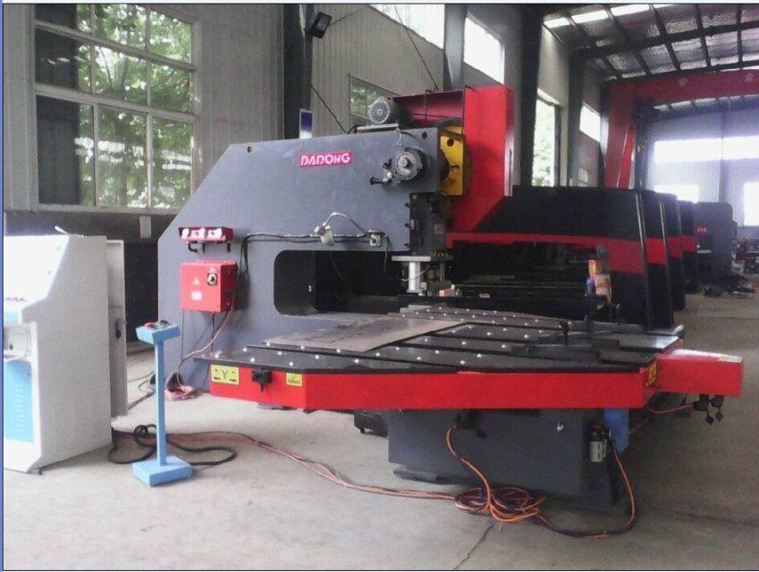 T30 CNC Turret Punch Press Automatic Lathe for Metal Perforator/Amada