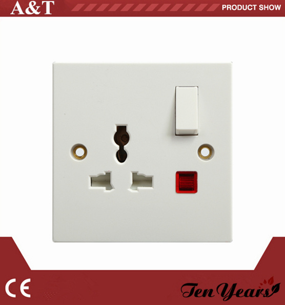 CE Approved 3-Feet Square Electrical 13 AMP Switched Socket