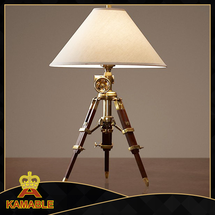 Modern Industrial Adjustable Tripod Table Light (KA211)