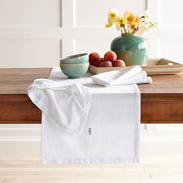 Chain Link Embroidered Table Runner (DPFR80130)