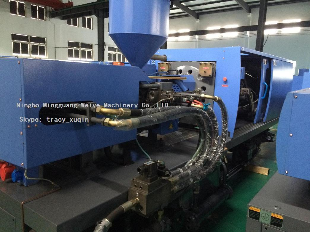 Automatic 200ton Plastic Injection Molding Machine with Energy Saving Servo System