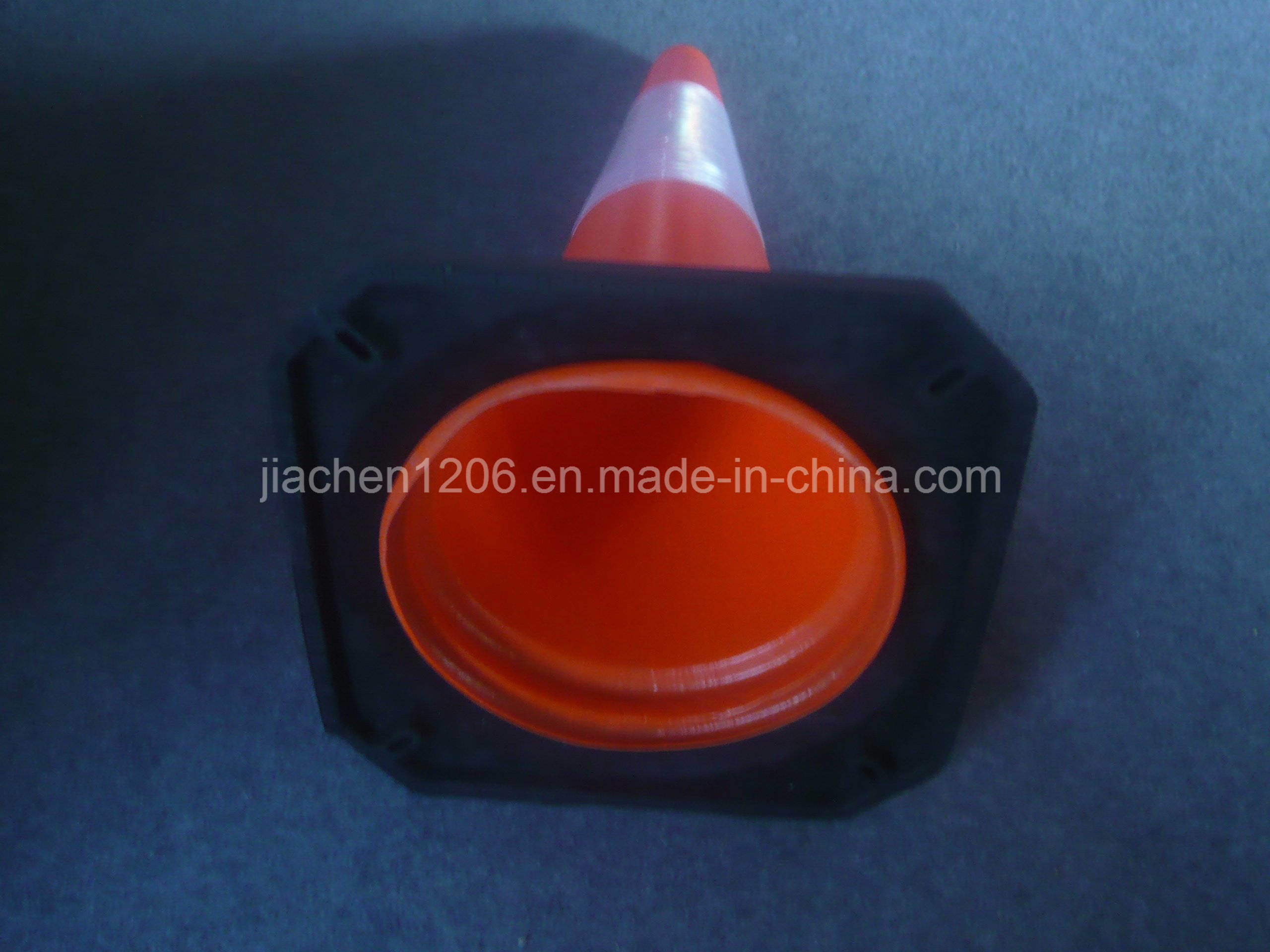 Factory Direct High Quality Rubber Base PE 750mm Traffic Cone