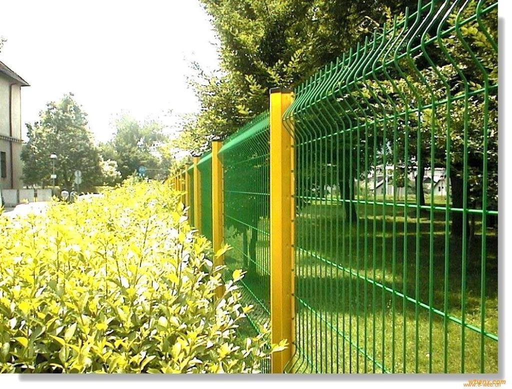 The Quick Post PVC Coated Wire Mesh Garden Fence Panels