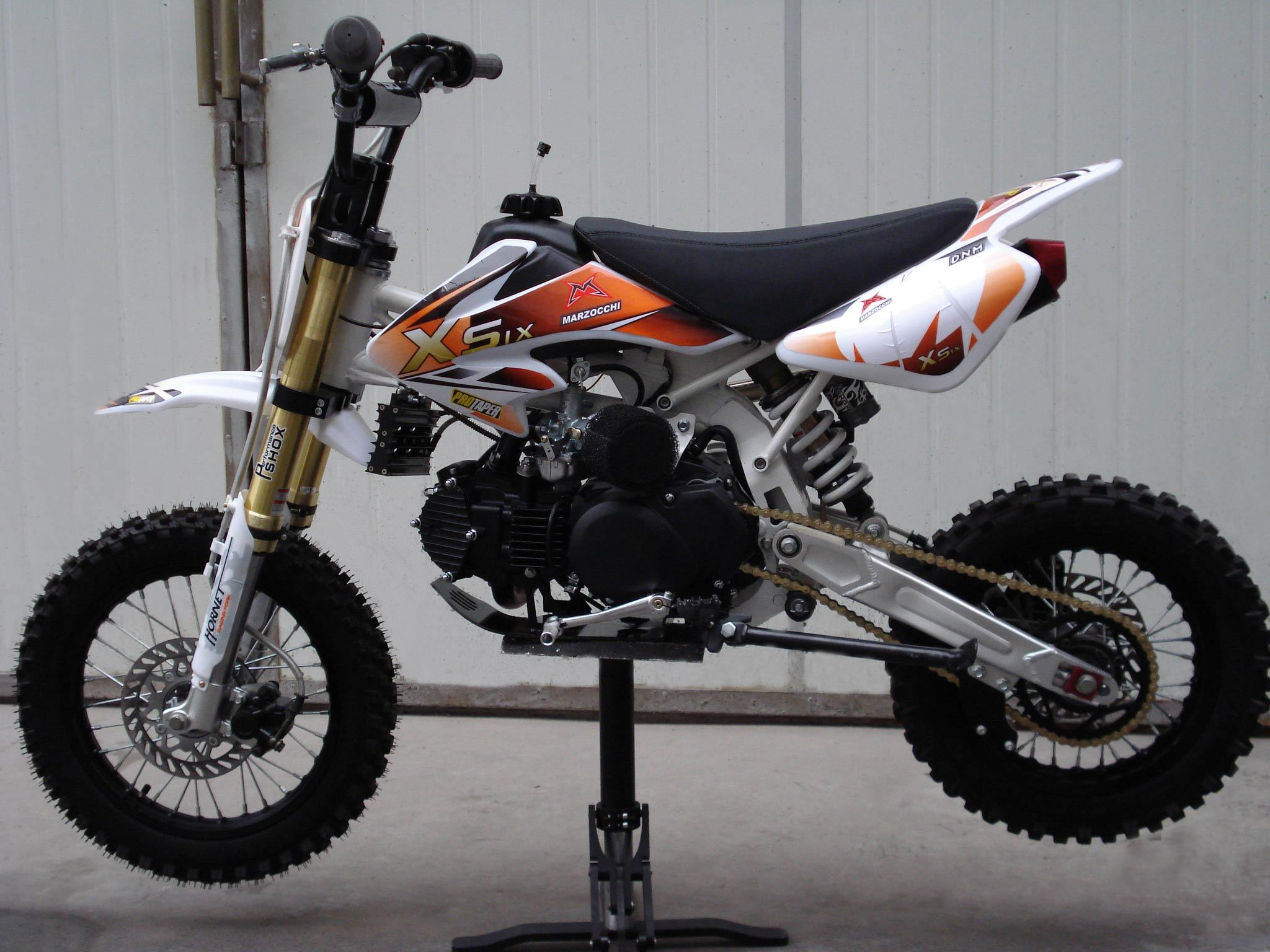 china 150cc dirt bike with chrome frame wbl 805 china dirt bike dirt bikes. Black Bedroom Furniture Sets. Home Design Ideas