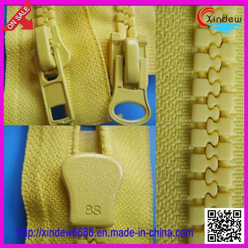No 8 Auto Lock with Two Slider Plastic Zipper