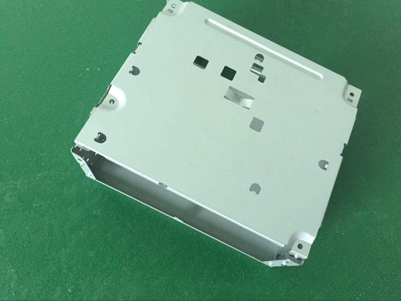 Custom Sheet Metal Part/Stamped Metal Part with White Powder Coating