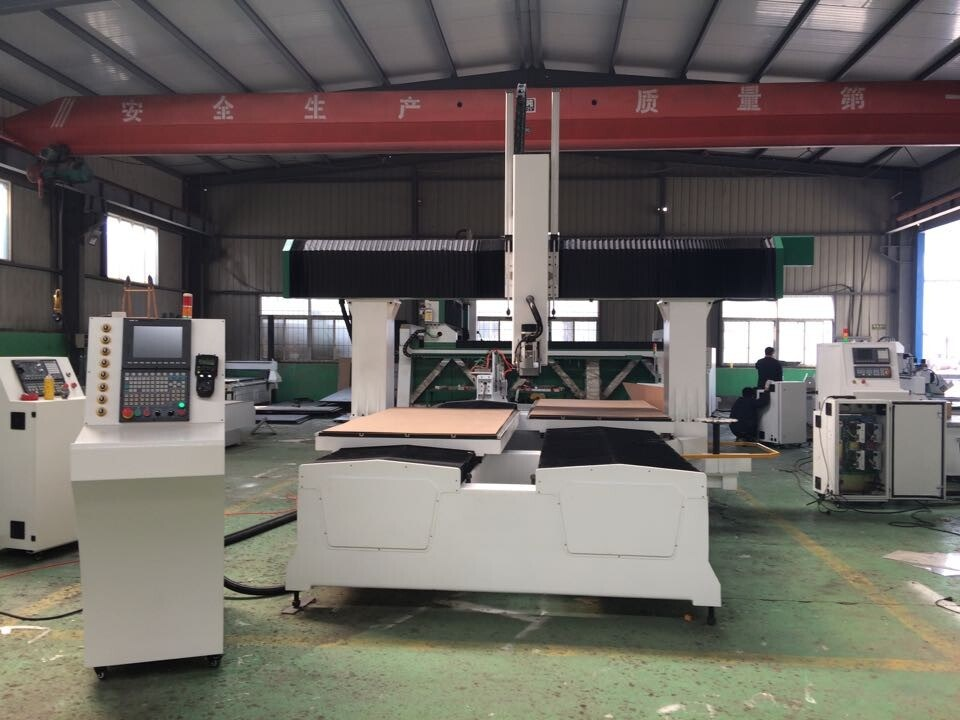 4-Axis CNC Machining Center for Mold Industry (Spindle rotate 180 degree))